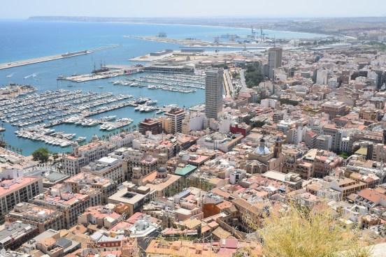 Portul orașului Alicante , văzut de sus de la castel.
