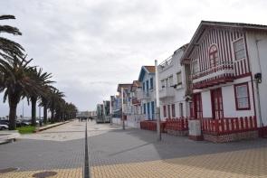 Casele colorate numite ,Palheiros de pe plaja Nova.